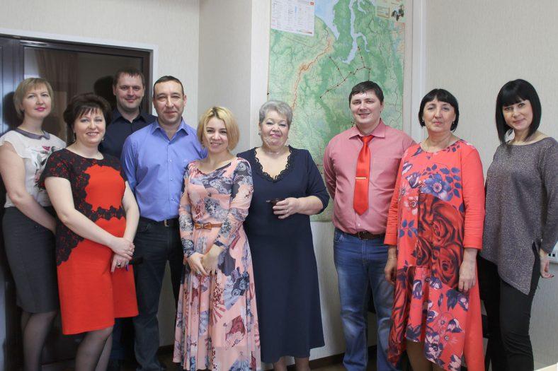 Мужская часть коллектива «Зуммера» поздравила сотрудниц компании с Международным женским днем